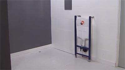 Poser le réservoir à encastrer (par exemple de Geberit).