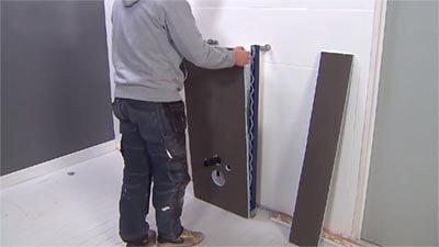 Appuyez solidement la plaque Wedi I-Board sur la structure.